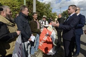 Na snímke premiér SR Peter Pellegrini počas stretnutia s farmármi.