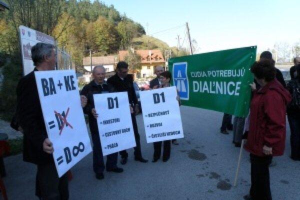 Cesty ich spojili. Za diaľnice sa postavili starostovia a primátori, ktorí teraz v dedinách a mestách dohliadajú na petície.