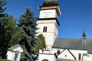 Kostolná veža je dominantou obce.