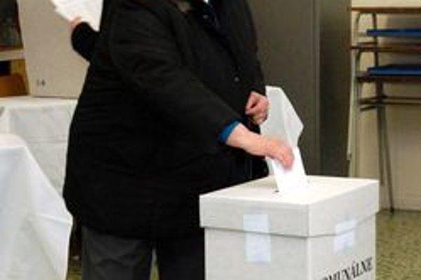 Volič bol v sobotu pánom. Rozhodoval aj o poslancoch.
