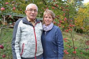 Včelársky tandem v Kochanovciach: Andrej Fedkov a jeho dcéra Božena Kmecová.