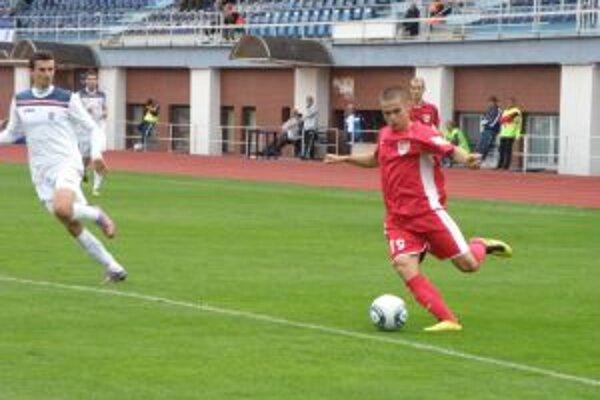 Leško (vpravo) dal víťazný gól R. Soboty v Dubnici.