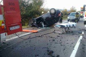 Pri nehode vyhasol jeden ľudský život.