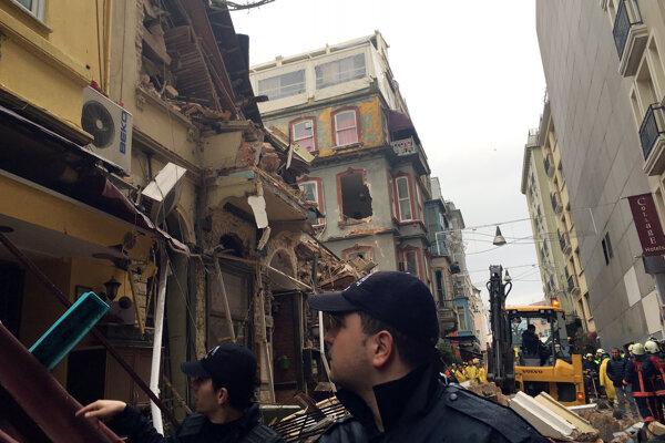 Budova stála neďaleko rušnej istanbulskej nákupnej ulice Istiklal Caddesi.