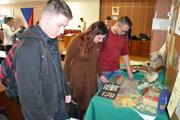 Retro výstavu pripravili žiaci a učitelia gymnázia.