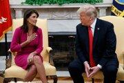 Trump (vpravo) prijal rezignáciu veľvyslankyne USA pri Organizácii Spojených národov (OSN) Nikki Haleyovej.