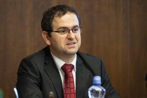 Predseda Ústavnoprávneho výboru NR SR Róbert Madej (Smer-SD) počas schôdze Ústavnoprávneho výboru NR SR.