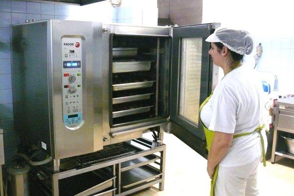 k sa navýši kapacita varenia obedov, tak bude treba viac kuchárok aaj kvalitnejšie vybavenie kuchýň.
