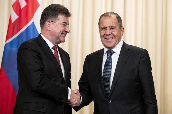 Ruský minister zahraničných vecí Sergej Lavrov (vpravo) a Miroslav Lajčák, šéf slovenskej diplomacie na návšteve v Moskve.