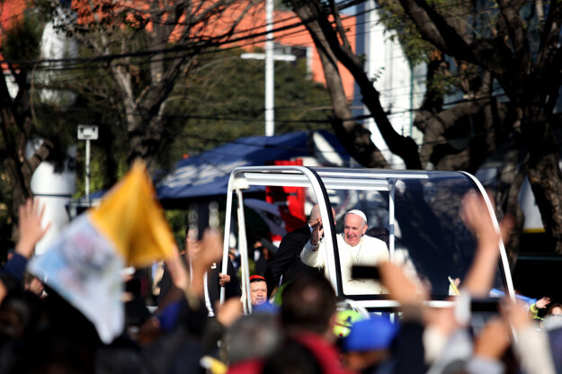 Mexičania vítajú Františka v uliciach Mexika.