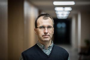 Analytik INEKO Ján Kovalčík.
