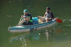 Kanoe pomohli pri čistení priehrady