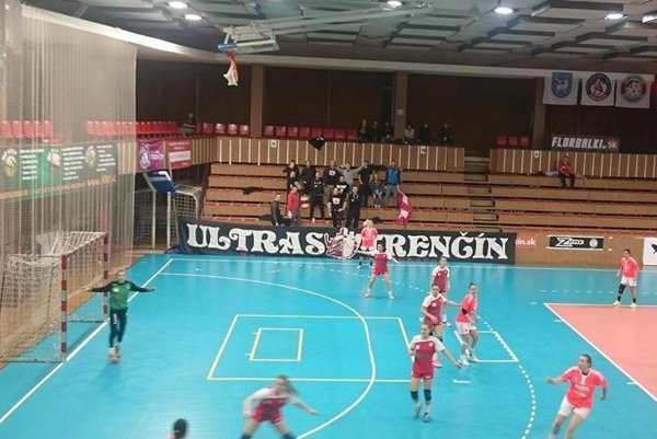 Hádzanárky HK AS Trenčín potvrdili prvé miesto.