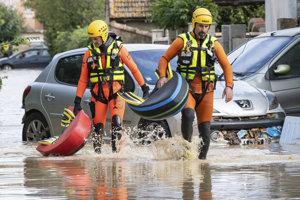 Juh Francúzska sužujú záplavy.