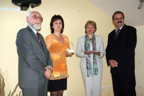 Piatu publikáciu Otta Gáťu  krstili lupienkami z ruží.