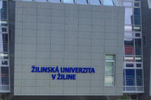 Na pôde Žilinskej univerzity v Žiline (UNIZA)sa do piatka (19. 10.) koná štvrtý ročník celoslovenského kola súťaže v robotike pod názvom RoboRAVE Slovensko.