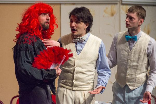 Ochotníci zo súboru Hron rozosmiali divákov aj v Nitre.
