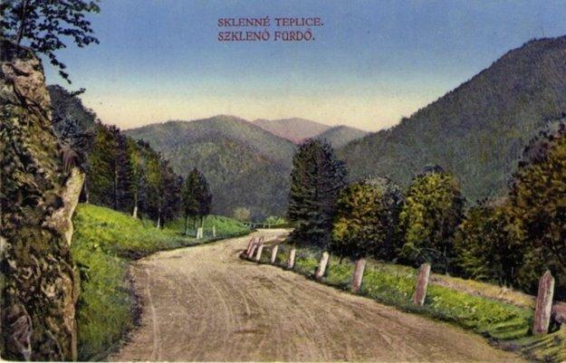 Cesta, po ktorej v minulosti premával koč, ktorý vozil návštevníkov do kúpeľov.
