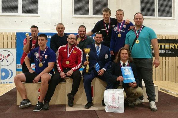 ŠK Elkop WLC Dolný Kubín sa stal ôsmy raz za sebou majstrom Slovenska vo vzpieraní družstiev.