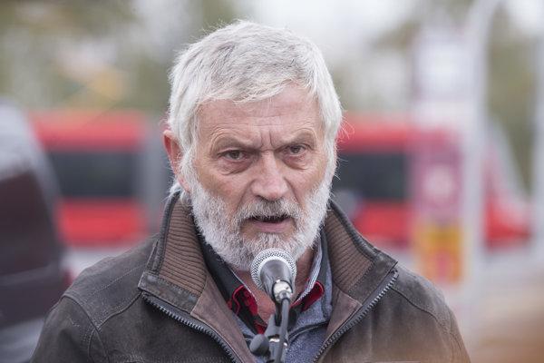 Predseda odborov Autošofér v DPB Jozef Hitka počas mítingu zamestnancov Dopravného podniku Bratislava.