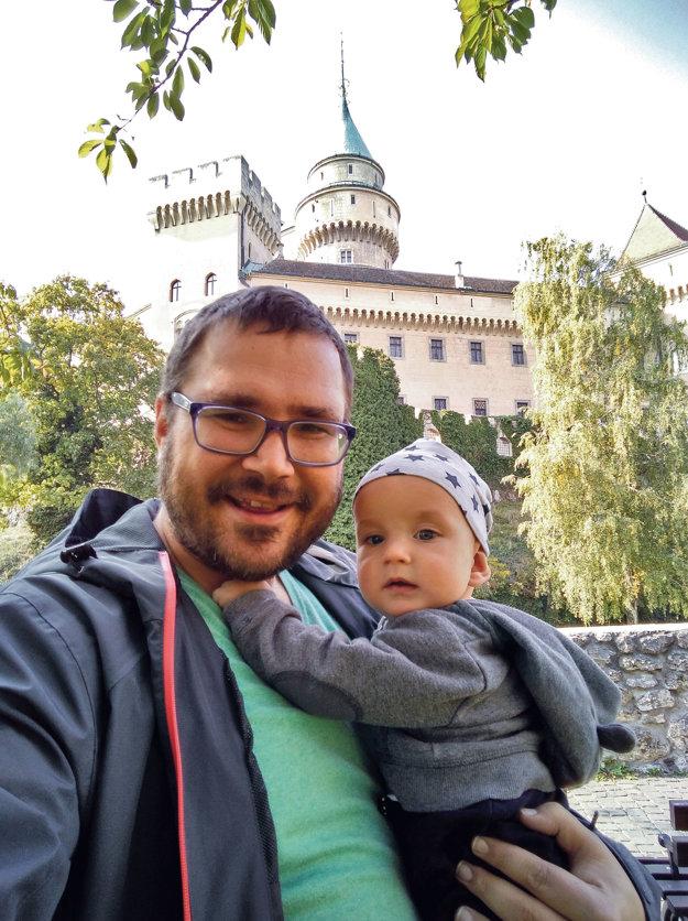 Lukáš Milan so svojim synom Maximiliánom na výlete v bojnickej ZOO.