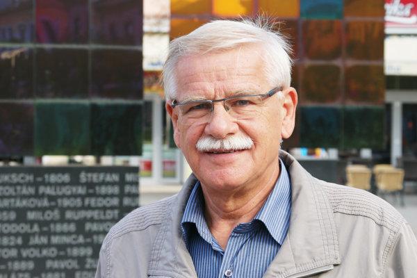 Mesto Liptovský Mikuláš viedol v rokoch 1990 až 1994, 1998 až 2006 a 2010 až 2014. V rokoch 2006 až 2012 bol poslancom Národnej rady Slovenskej republiky za SDKÚ DS a v rokoch 2001 až 2017 poslancom Žilinského samosprávneho kraja. Povolaním je detský lekár.
