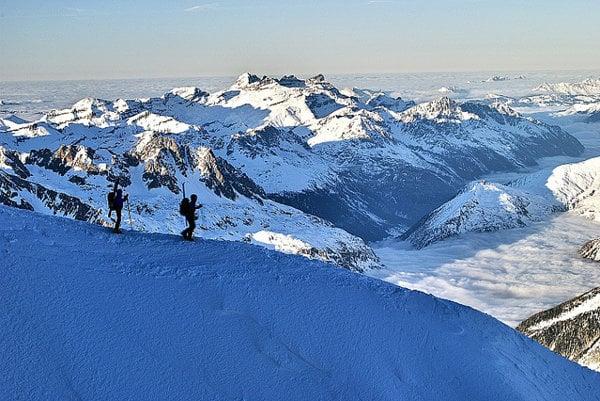 Za najdlhšiu zjazdovku (ale s neupravenými terénmi) sa považuje Vallée Blanche nad Chamonix.
