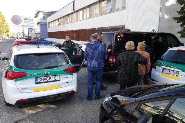 Polícia v akcii proti nelegálnemu zamestnávaniu cudzincov.