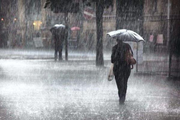 Meteorológovia varujú aj východ Slovenska pred miestami výdatným dažďom.