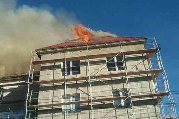 V Slovenskom Novom Meste horela budova bývalej policajnej stanice.