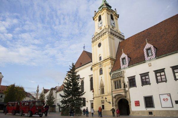 Mestu strom podaroval obyvateľ z mestskej časti Rača.