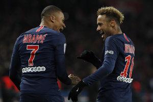 Strojcovia úspechu PSG - vpravo Neymar, vľavo Kylian Mbappé.