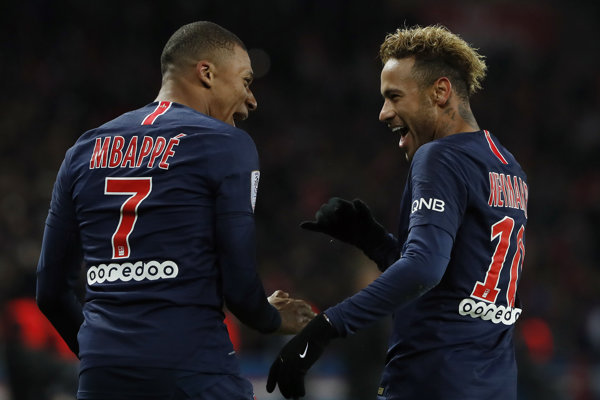 Neymar (vpravo) a Kylian Mbappé.
