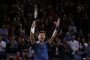 Novak Djokovič sa teší z postupu do finále.