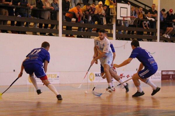 Nižná (v modrom) pripravila Záhorskej Bystrici prvú prehru v súťaži.