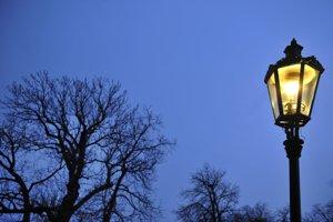 Replika historickej  plynovej lampy, ktorá sa sa začala používať od 19. marca 1856.