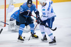 81cf4eae2ff69 Najlepšie momentky zo zápasu HC Slovan Bratislava - Barys Astana (15  fotografií)