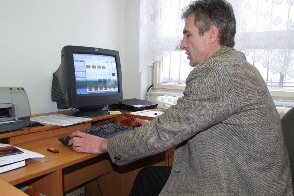 Správa hlavného kontrolóra župy Ignáca Púchovského (na snímke) poukázala na to, že kraj má opakujúce sa problémy s kľúčovými zákonmi.