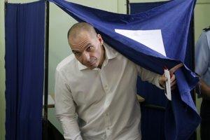 Gréci odmietli škrty v referende, vláda s nimi súhlasila. Varoufakis potom ako minister skončil.