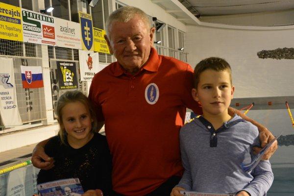 Zo všetkých plavcov zapojených do rekordu bola najmladšia osemročná Klára Brňová a deväťročný Marko Slávič. Najstarším účastníkom bol Jozef Nemec z Ludaníc, ktorý vo veku 76 rokov plával ako predposledný plavec utorok podvečer.