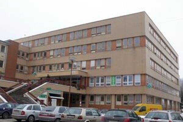 Hrozba exekúcie na nemocnicu trvá.