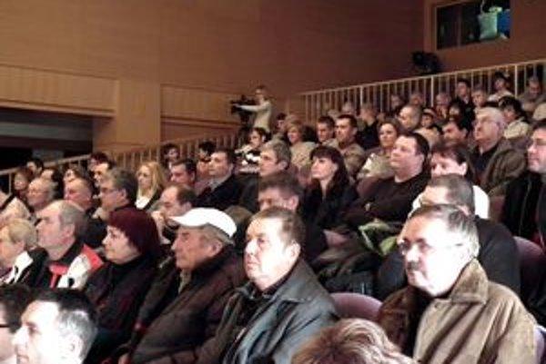 Rekonštrukcia zimného štadióna vzbudila u Dubničanov veľký záujem.