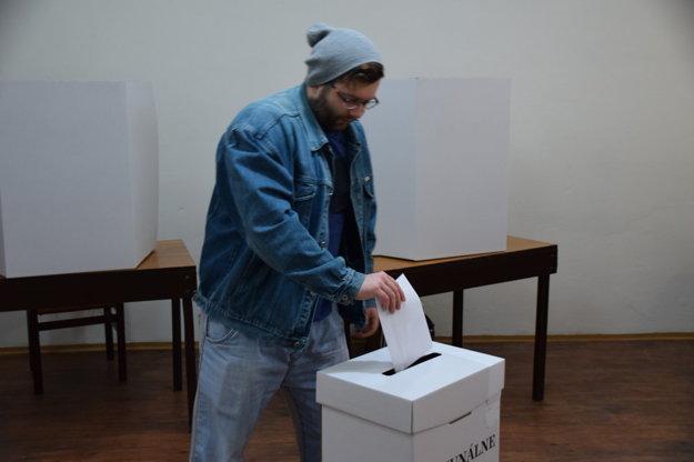 Priebeh volieb v Žilinskom kraji je zatiaľ bezproblémový.