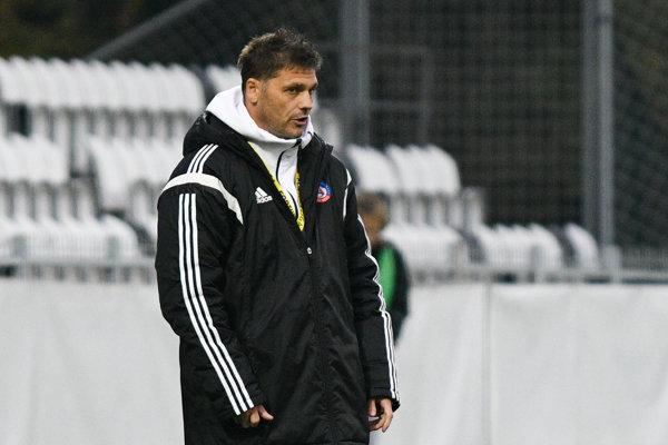 Tréner AS Trenčín Vladimír Cifranič má kopec starostí.