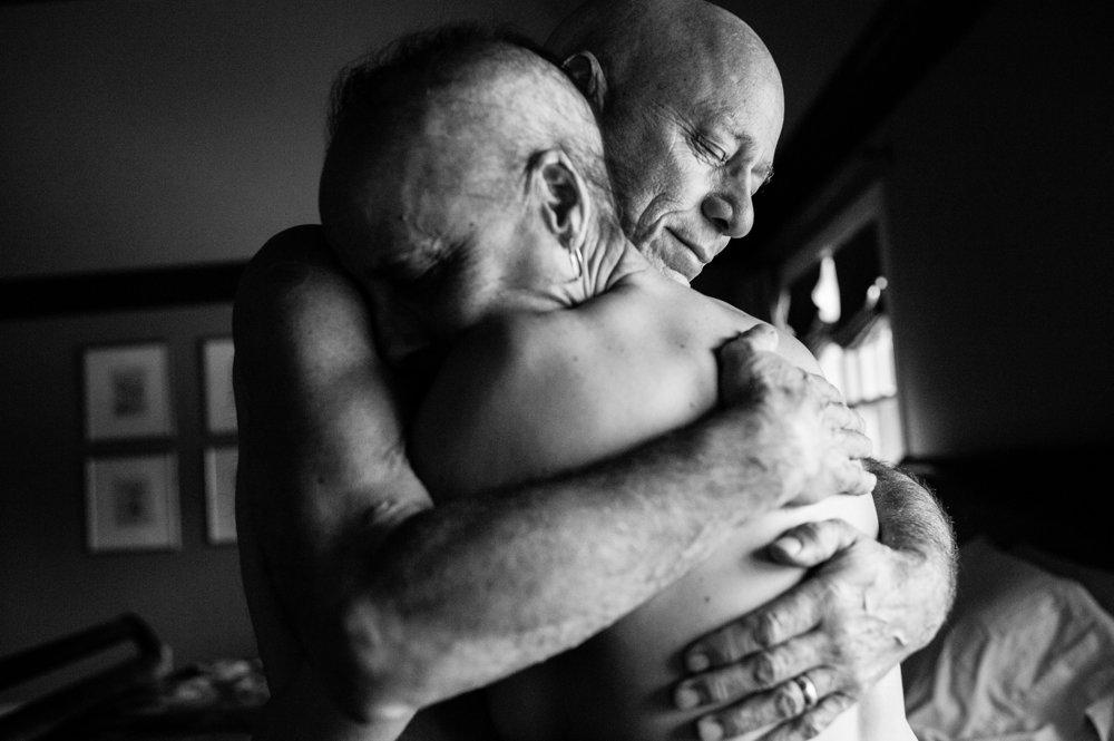 Howie a Laurel Borowick sú svoji 34 rokov. Obaja sa v rovnakom čase dozvedeli, že trpia rakovinou vo štvrtom štádiu. (Druhá cena/dlhodobé projekty). Nancy Borowick/World Press Photo.