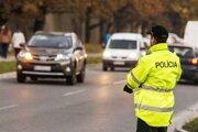 Policajti zadržali na cestách ďalších opitých vodičov.
