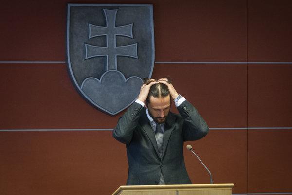 Minister vnútra Robert Kaliňák je s reformou verejnej správy ESO spokojný. Analytici vidia jej výsledky inak.