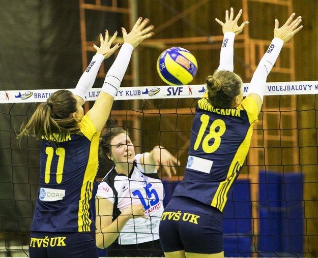 V tíme UKF Nitra pôsobí na poste univerzálky, jej úlohou je hlavne bodovať v ofenzíve.