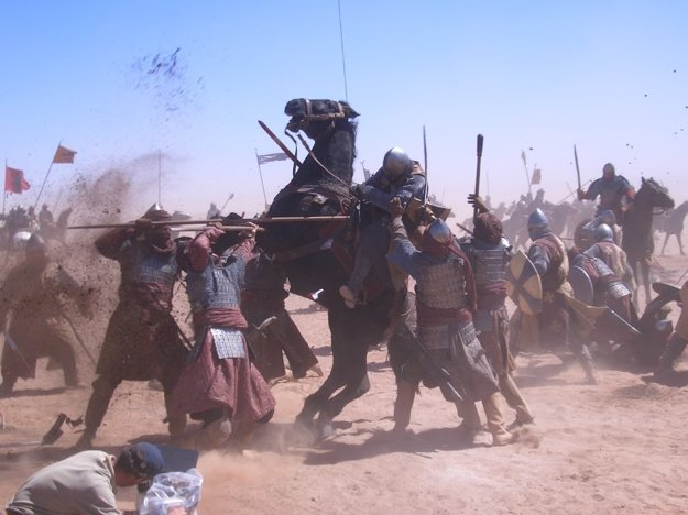 V Kráľovstve nebeskom (2005) s Orlandom Bloomom bol množstvo akčných scén s koňmi, s ktorými má Gustáv Kyselica dlhoročné skúsenosti.