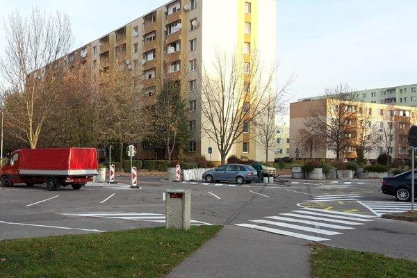 Na Rybníkoch 3 vyznačili 78 parkovacích miest.